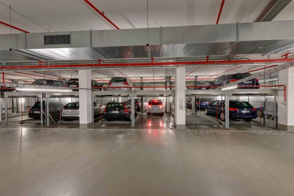 parcheggio semiautomatico Combilift 552