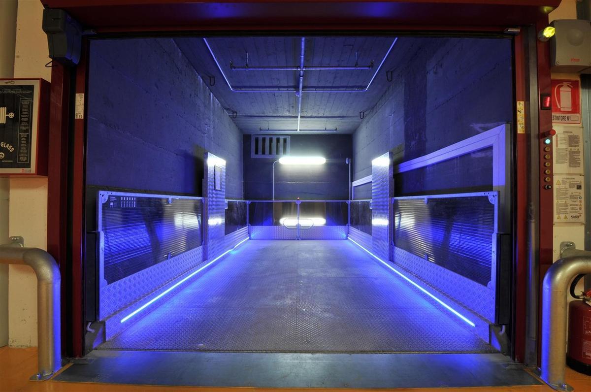 elevatore per auto con illuminazione a led
