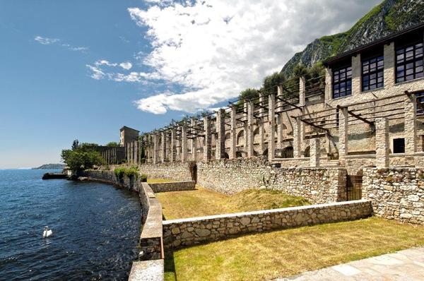 Nell'ex Limonaia del 1600 di Gargnano sorgono otto posti auto invisibili
