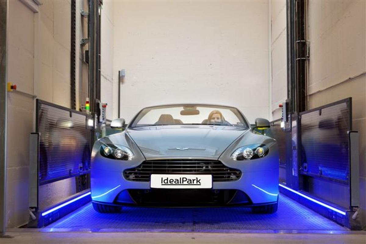 Progetto ascensore per auto con conducente a bordo for Garage per auto singola con appartamento