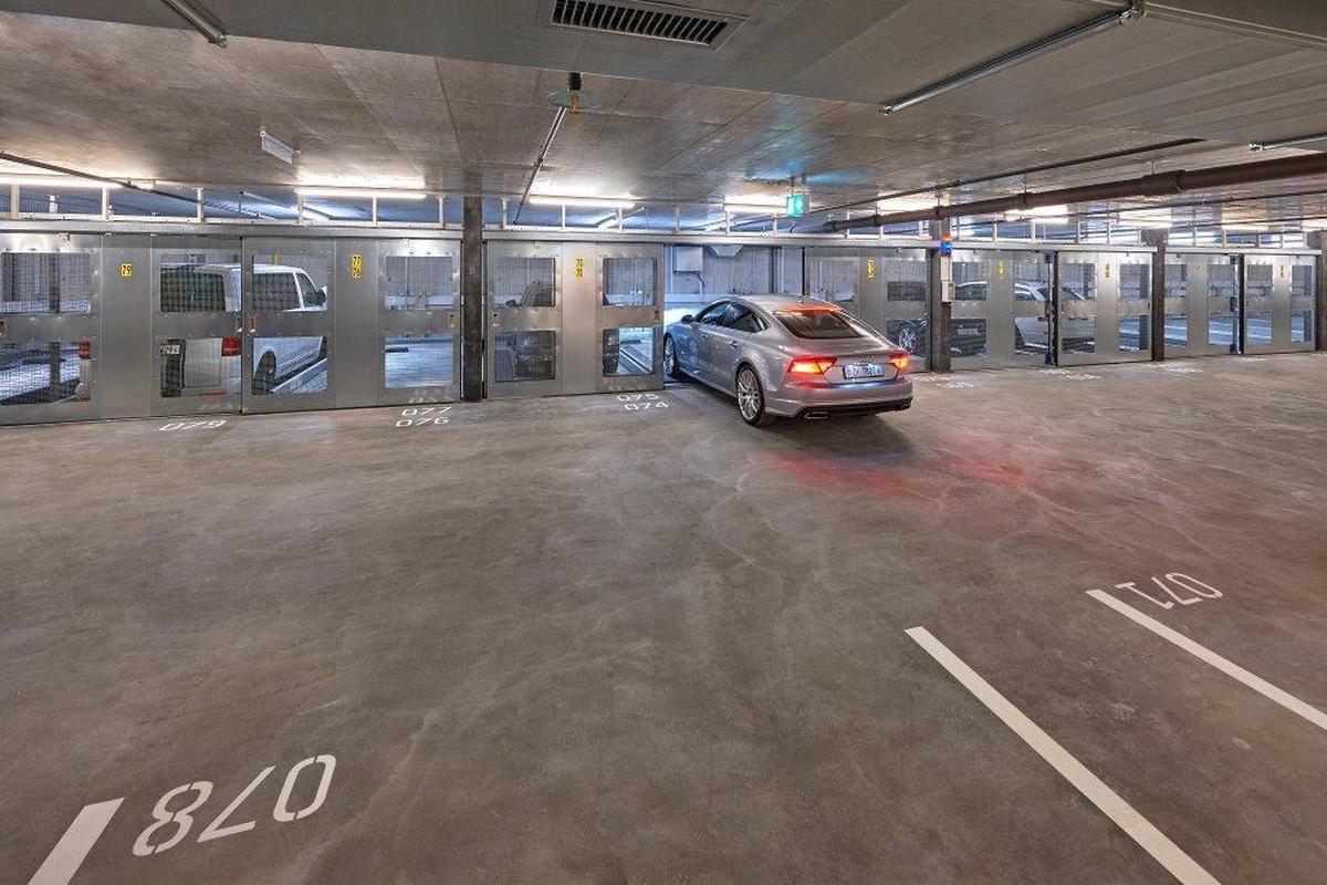 Combilift 542 impianto di parcheggio