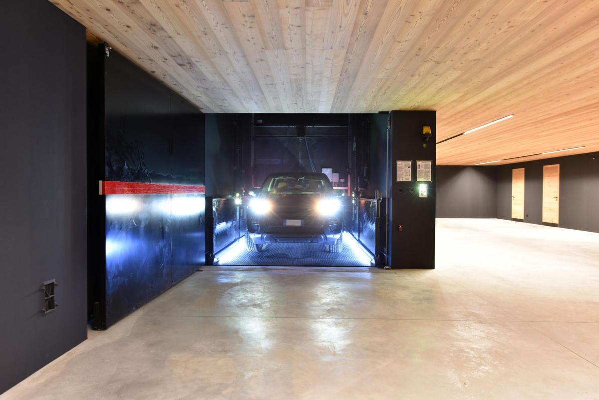 ascensore per auto con conducente