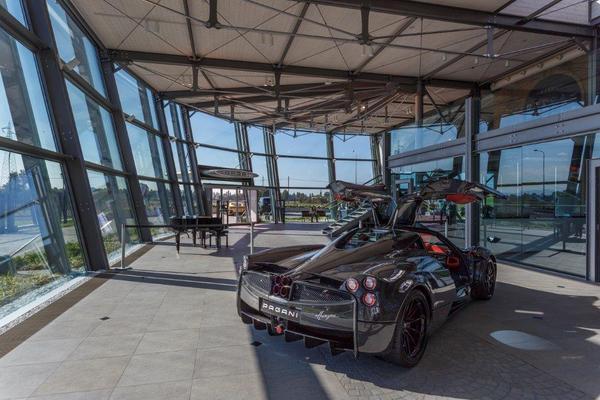 Piattaforma rotante per Pagani Automobili