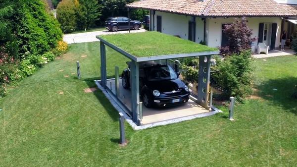 montauto con tetto rivestito in erba