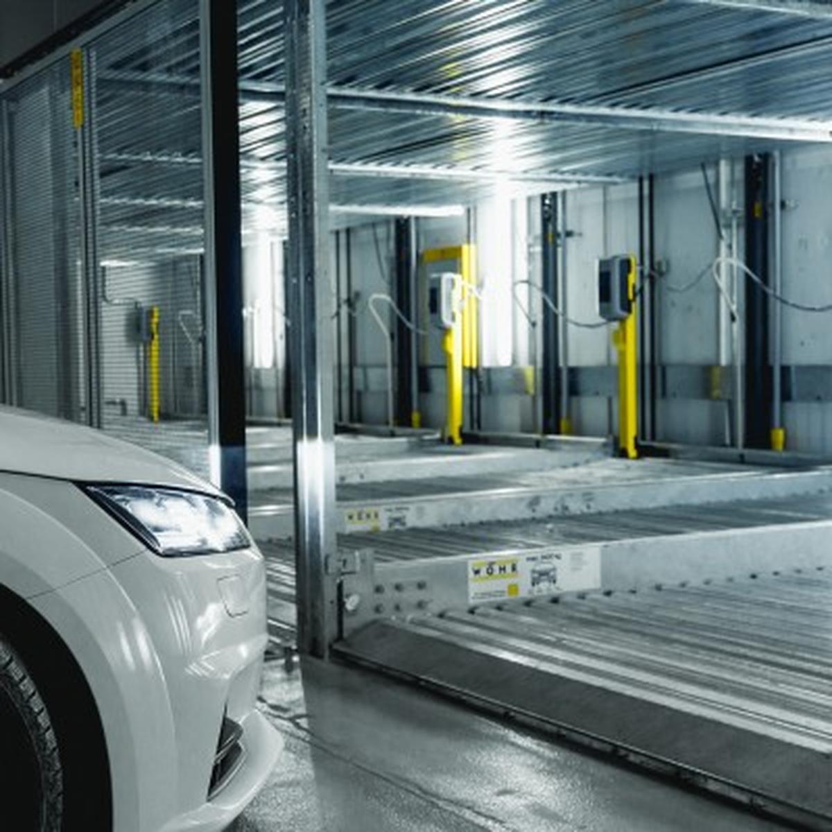 I parcheggi semiautomatici Combilift