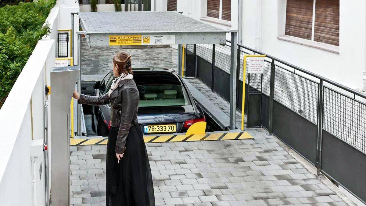 parcheggio automatizzato con tetto