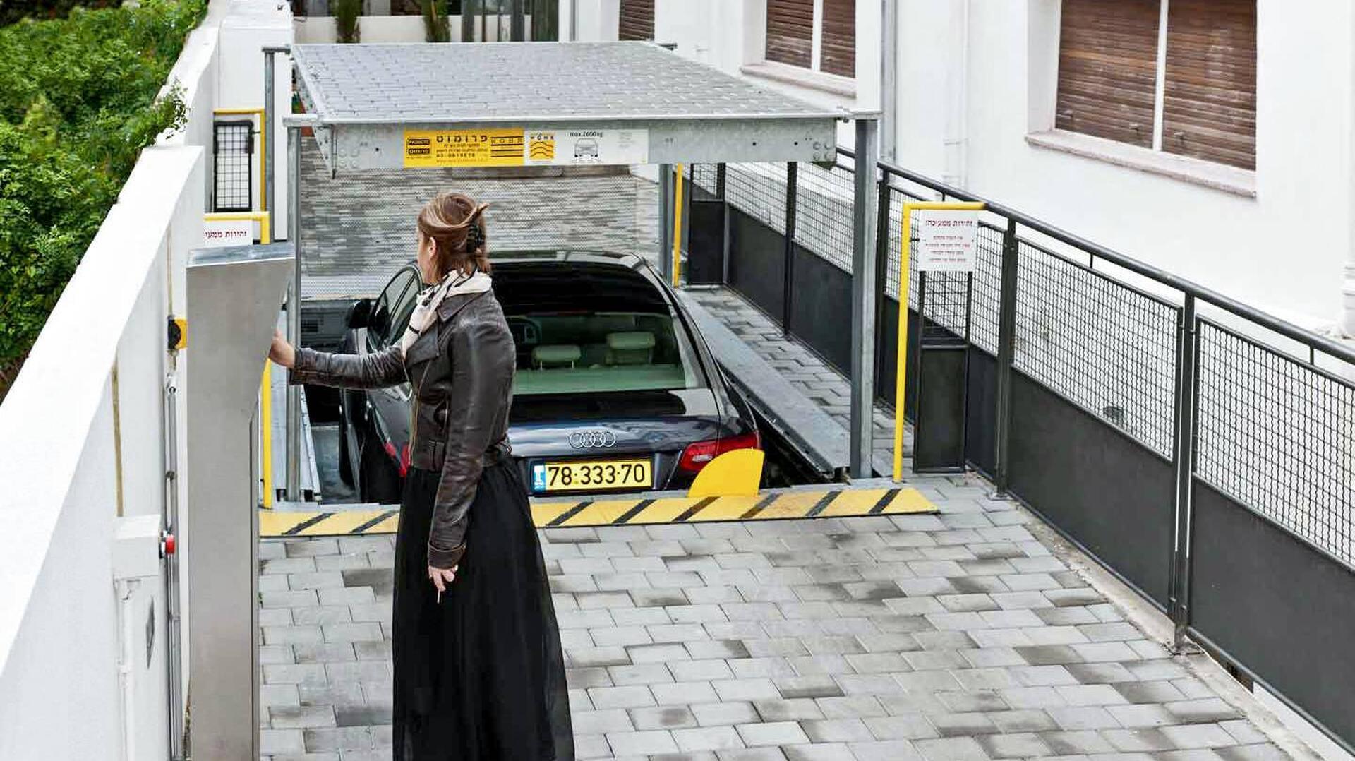 sistema di parcheggio con tetto di copertura a scomparsa