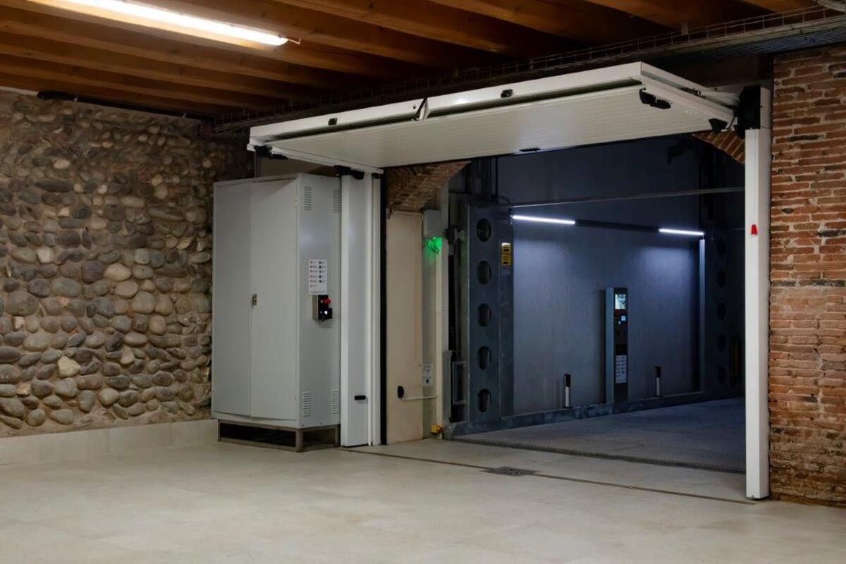 porta ascensore per auto con tetto