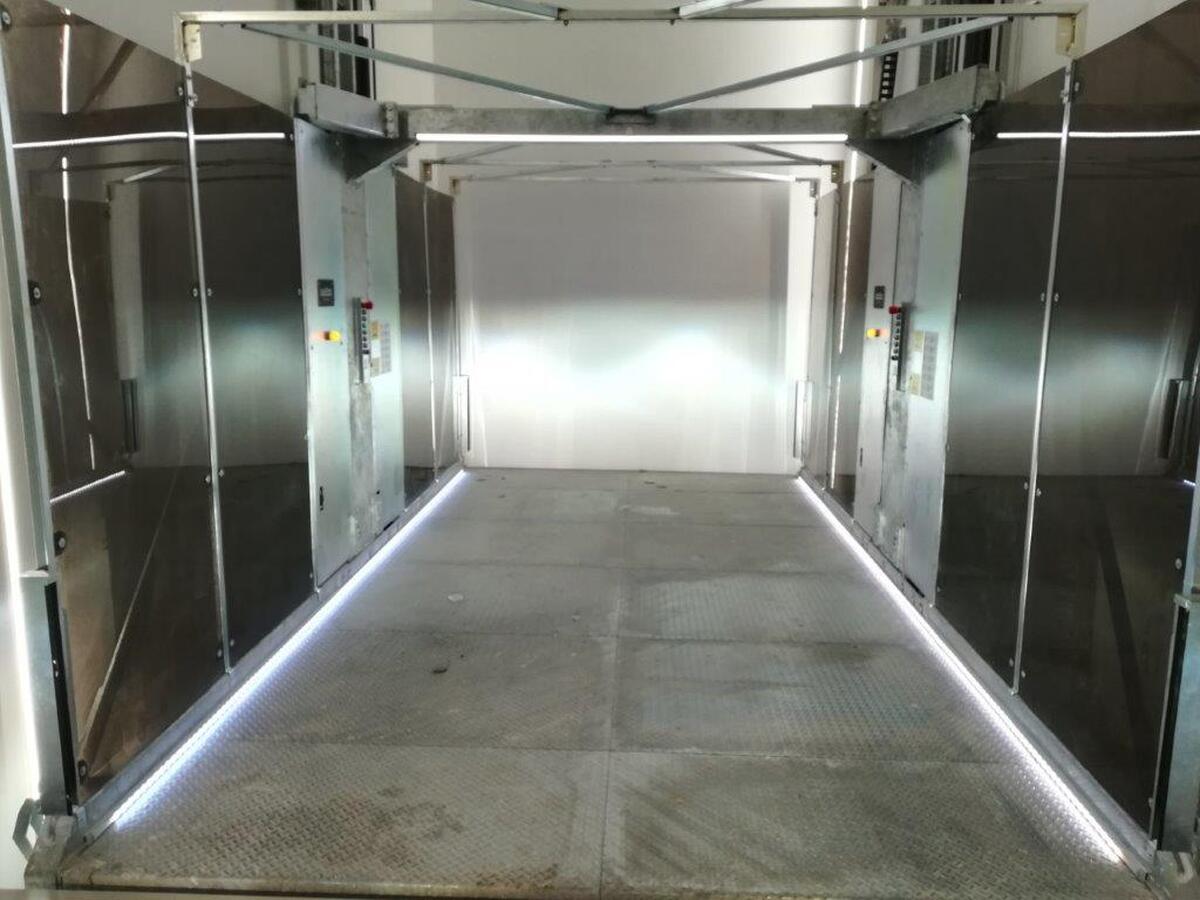 ascensore per auto V08