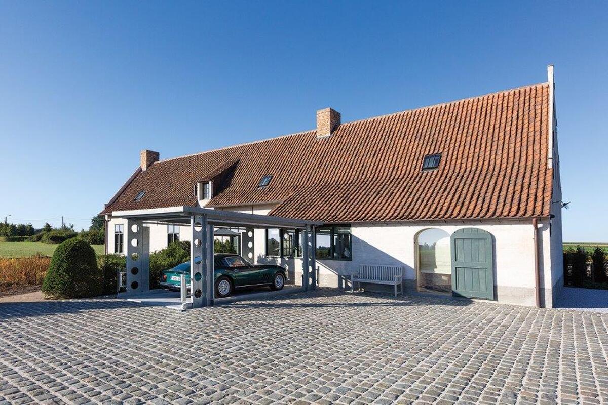 Nuovo edificio residenziale con montauto in Belgio
