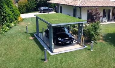 Montauto con tetto rivestito di erba